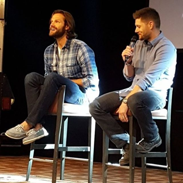 I will never get over the way Jared sits in his chairs. XD And look at his shoes!!!!!