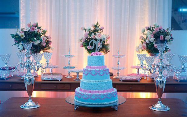 Rosa e azul Tiffany foram as cores da festa da Viviane