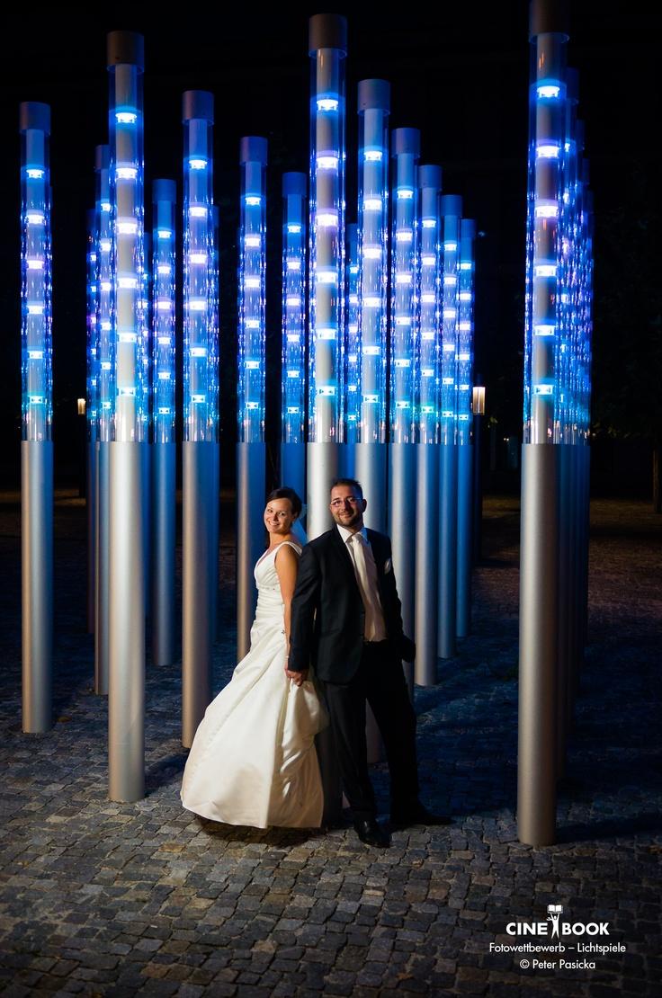 """""""Dieses Bild ist bei einem After Wedding Shooting an den Lichtsäulen  beim Landshuter Finanzamt entstanden. Die Säulen einer festen  Beziehung mit Licht & Schattenseiten...""""   © Peter Pasicka"""