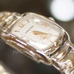 ハミルトン『バグリー』小ぶりなレディース腕時計 H12351155 オリジナル・ポーチが付属する、「ギフトボックス特別仕様」が各200本の数量限定で発売されました。《レディース腕時計》
