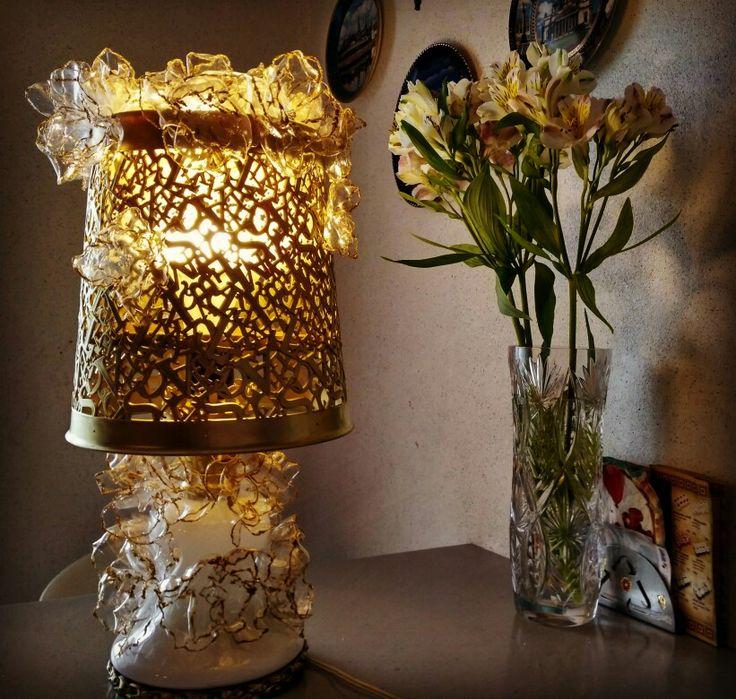 Светильник из ведра,  ремня и пластиковых бутылок
