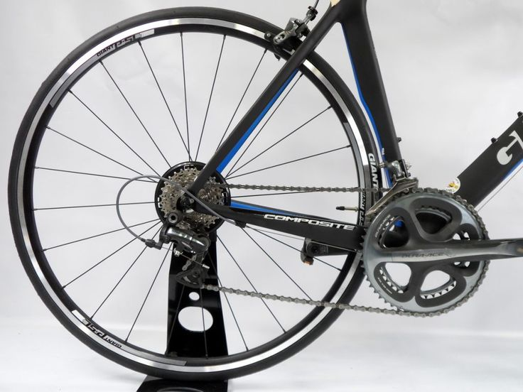 Looking for secondhand or used bike? We have the best offer at $2,500 – the Used Giant Tcr Composite Dura Ace 2013. This bike might have used Dura Ace 10 speed equipment but it has a brand new frame. It looks and rides as brand new as you would expect. Get it now at Ivanhoe Cycles.