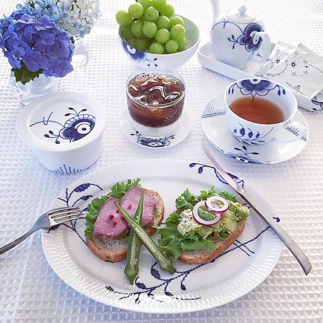 . . . 27 June 2016. . Todays lunch  with #twotonecoffee ☕️ . 冷蔵庫の残り物で遅めのランチ. . 甘いコーヒーは苦手なのですが、ツートンコーヒー、はまってます. . #rcfans #rclove #rcspam #royalcopenhagen #blueflutedmega  #megamussel #musselmalet #musselmaletmega #myroyalcopenhagen #lunch #todayslunch #ロイコペ #ロイヤルコペンハーゲン #北欧 #北欧食器 #北欧スタイル #elevatingmoments #로얄코펜하겐 #ツートンコーヒー #ツートーンコーヒー #アジサイ #紫陽花 #hydrangea #花のある暮らし #花のある生活 #twotonecoffee #coffee #icecoffee #cafelatte #coffeestagram