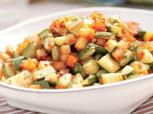 Poêlée de courgettes et pomme de terre weight watchers , une recette facile et simple pour accompagner vos plat de viande ou de poisson.