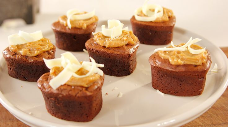 Site's Yummy Brownies with Peanut Butter and White Chocolate Shavings