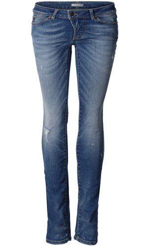 H. D. Jeans Indigo. Lækre slim fit jeans fra svenske Hunkydory. Modellen er normal i taljen og skal sidde på hoften. Lykkes med skjult lynlås og knap. Har klassiske lommer for og bag.  Kvaliteten er er bomuld med stretch, og den holder pasformen og sidder rigtig godt. 98% bomuld og 2% elestane.