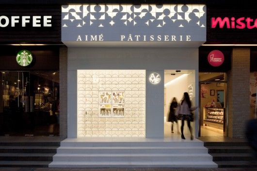 B.2. AN ENTRY THAT BECOMES A FOCAL POINT  Aimé Pâtisserie by LUKSTUDIO, Shanghai China © Peter Dixie