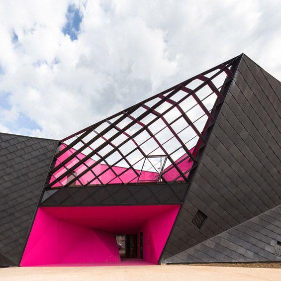 """L'agence Paul Le Quernec Architectes vient de livrer """"Origami"""", un centre Socio-Culturel à Mulhouse. Un bâtiment à l'architecture expressive..."""