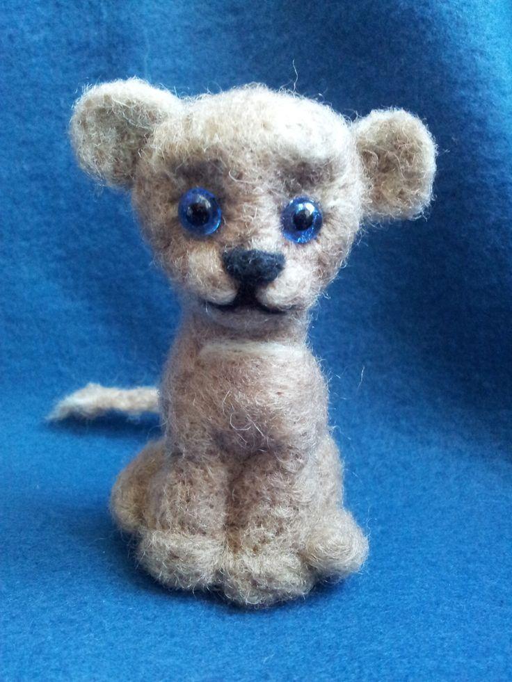 Lionceau en laine feutrée piquée : Accessoires de maison par meli-melo-de-laine