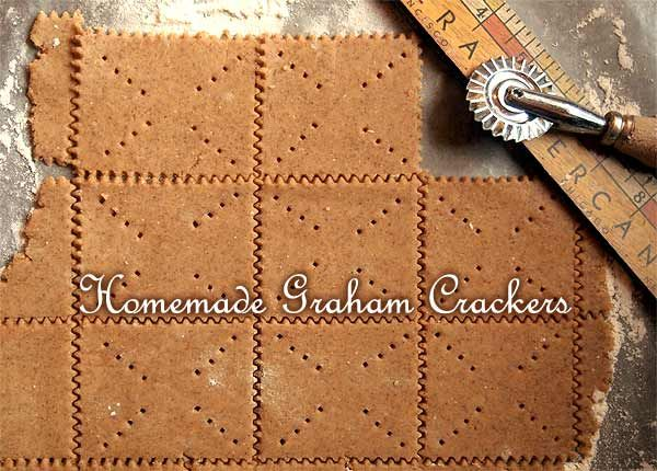 Here's a super-easy recipe to make your own honey cinnamon graham crackers, made with healthy whole wheat or rye flour. #snacks #kids #food