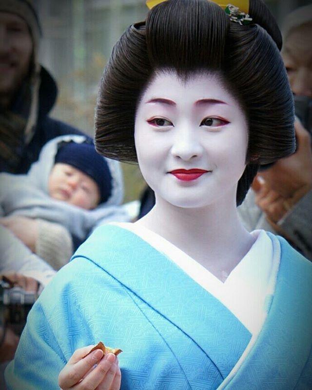 Would you like one? #kyoto #geiko