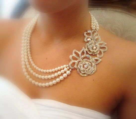 White roses and pearls.: Rose, Pearls Necklaces, Bridal Statement Necklaces, Wedding Jewelry, Pearl Necklaces, Pearls Diamonds, Wedding Necklaces, Vintage Necklaces, Diamonds Necklaces