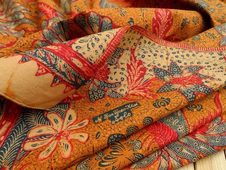 Tjoa Tjoen Kiat: creator of batik 3 negeri style 2nd generation from Sala. It's a vintage piece circa 1940's. Collection of Batik Lawasan Widodo Chris.