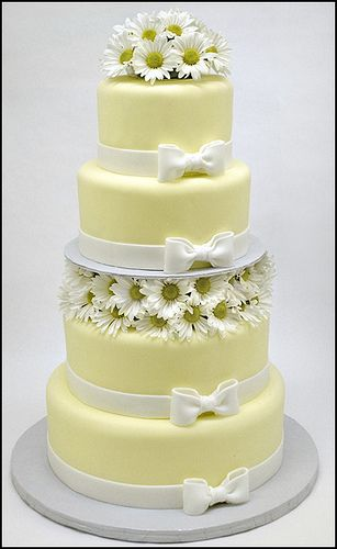 Daisy cake www.tablescapesbydesign.com https://www.facebook.com/pages/Tablescapes-By-Design/129811416695