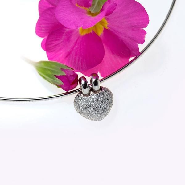 18K white gold heart pendant pave set with round brilliant diamonds