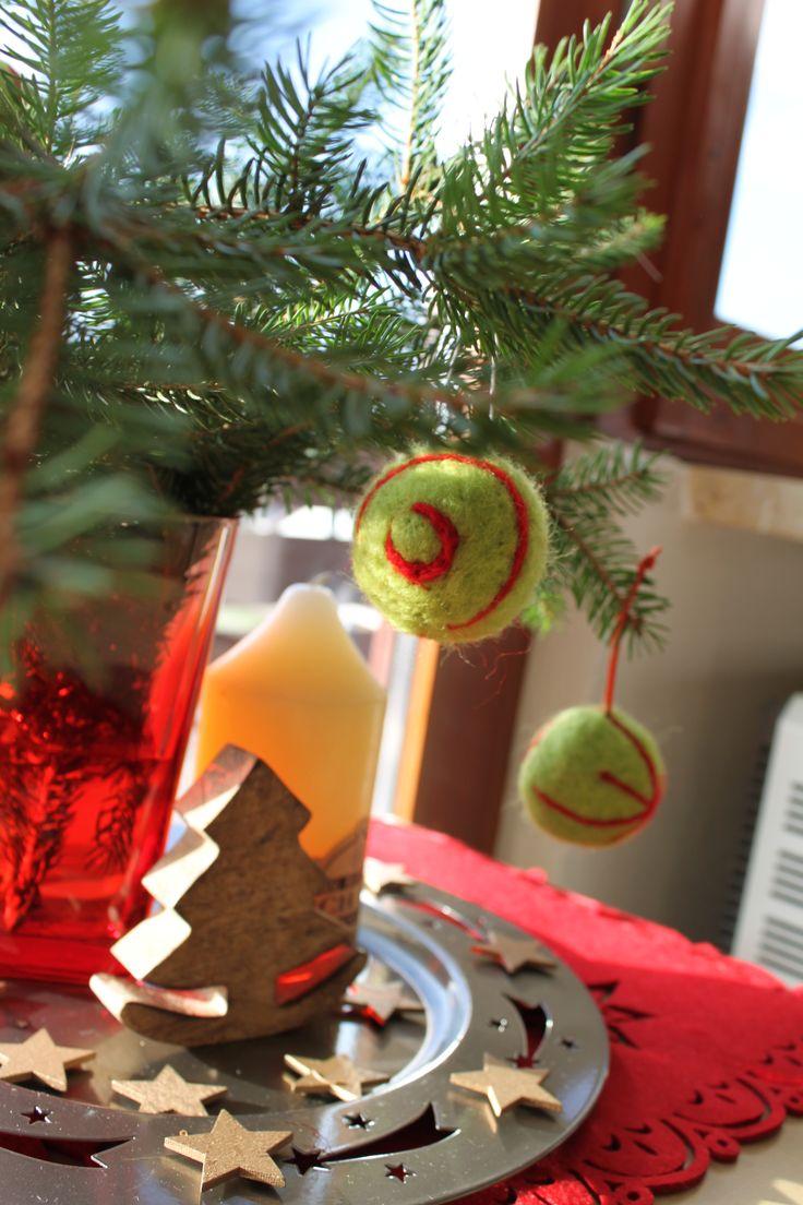 nachhaltige weihnachten baumkugeln aus filz selber machen. Black Bedroom Furniture Sets. Home Design Ideas
