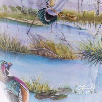 Large Vase - Wild Water Life 6566-0-15 SP881 Special pattern - Herend hand painted porcelain.