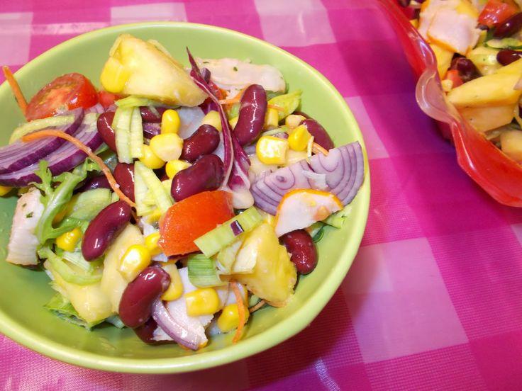 LA VERA  IN BUCATARIE: Salata cu piept de pui afumat si ananas