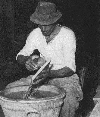 #Historyof #ceramicafrancescodemaio | smaltatura a mano Giuseppe Cassetta