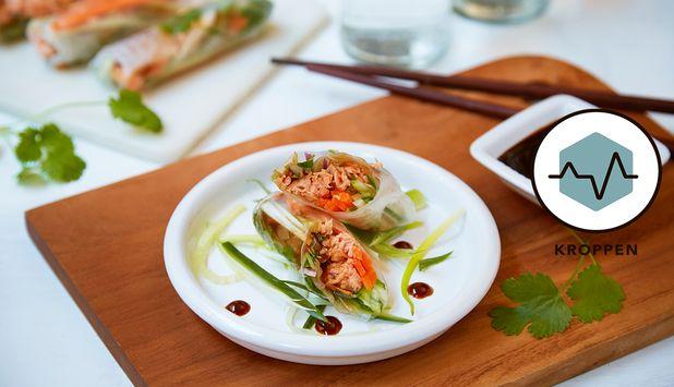 Vårruller har sitt opphav fra Vietnam og lages med rispapir og friske grønnsaker. I denne oppskriften fylles vårrullene med laks og serveres med hoisinsaus til.