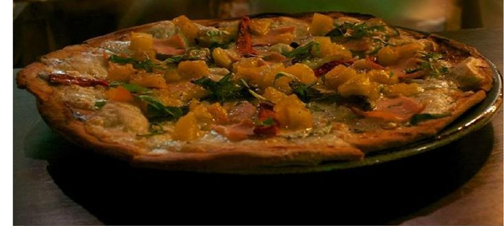 """En #ElSagrario #Pizzeria nuestra """"Novicia Rebelde"""""""