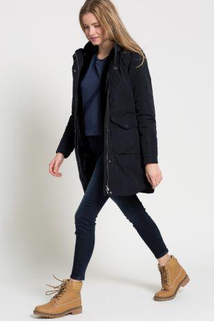 Paltoane Ieftine Dama la Super preturi.  In concluzie, putem spune ca o geaca oricat de performanta ar fi ea, nu are aceeasi prestanta,  :) ca a unui palton harsit si modelat de tendintele modei de-a lungul unor generatii intregi. #paltoane #geci #jachete #geaca