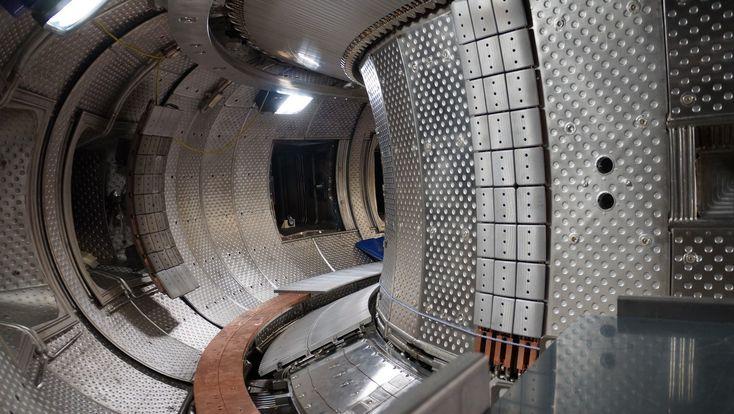 Le programme ITER devra prouver à l'horizon 2025 que la fusion nucléaire peut produire de l'électricité. En attendant, c'est sur son petit frère West que les scientifiques testent les premières briques de ce qui pourrait devenir une source d'énergie révolutionnaire.
