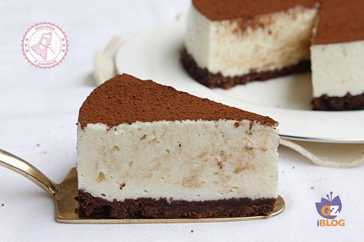 La torta al latte macchiato senza cottura è un dessert facile veloce e goloso che piacerà davvero a tutti e che vi farà fare bella figura con poco sforzo