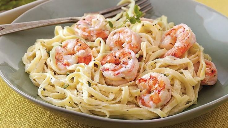 This Creamy Garlic Shrimp Pasta recipe proves that you don't have to spend hours in the kitchen for a delicious meal. #Readyin10minutes