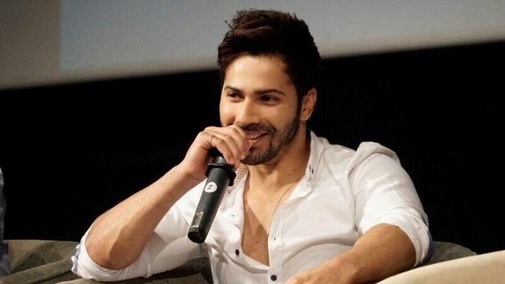 Varun Dhawan at Whistling Woods master class melting hearts with his smile ❤️