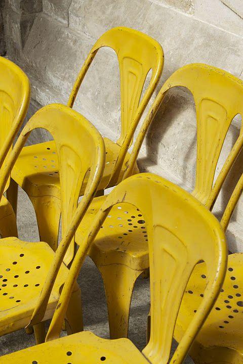 Me gusta la idea de tener este tipo de silla pintado de varios colores.