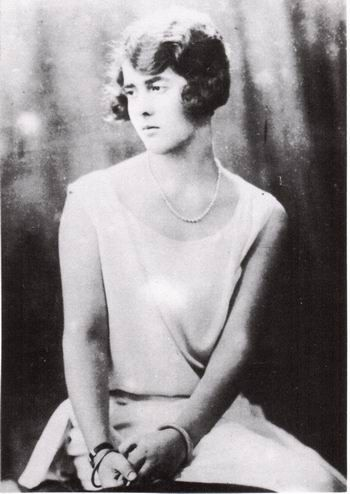 Princess Margarita of Greece and Denmark. The daughter of Prince Andrew of Greece and Denmark and Princess Alice of Battenberg, she was the first great great grandchild of Queen Victoria, and an older sister of Prince Philip, Duke of Edinburgh. In 1931, she married Gottfried, Prince of Hohenlohe-Langenburg.