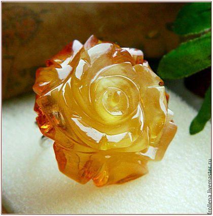 Янтарь. Кольцо 'Чудное мгновенье'  янтарь серебро Amber в интернет-магазине на Ярмарке Мастеров. Крупное кольцо из натурального янтаря в форме красивой пышной розы. Роза не просто красивая, она чудная, шикарная!! Центральная часть янтаря матово-медового цвета, а по краям все лепестки ярко-оранжевые!! Основа кольца разъемная, серебро 925 пробы на размер 16-18.5 Пожалуйста, посмотрите справа фотографии с линейкой и на модели. Приближенные фото зрительно увеличивают р...