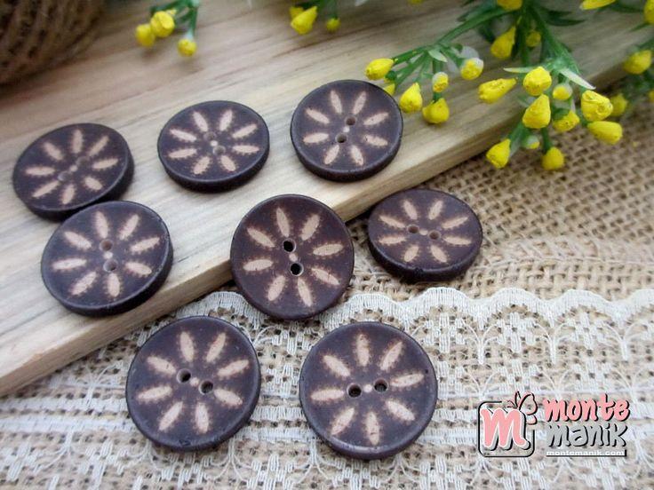 http://montemanik.com/product/kancing-batok-bundar-motif-2-cm-kcb-04/ Kancing Batok Bundar Motif Diameter 2 cm Warna coklat tua Harga / 5 pcs kancing  kancing batok, kancing batok kelapa, kancing tempurung kelapa, manik-manik, montemanik -  - #KancingBatok, #KancingBatokKelapa, #KancingTempurungKelapa, #ManikManik, #Montemanik -