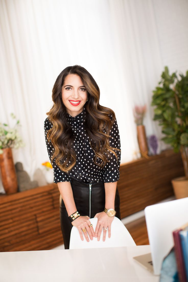 New Year's resolutions... how to keep them going and really make a difference or a change this year? Great article by my mentor @Marie Forleo  http://www.huffingtonpost.com/cortney-mcdermott/clear-the-clutter-make-a-_b_6405404.html