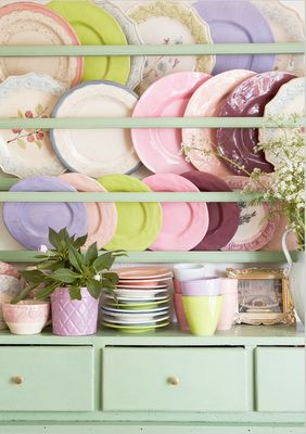 mismatched table ware...: Kitchens Interiors, Pastel Kitchen, Vintage Plates, Kitchens Design, Spring Color, Decoration Kitchens, Interiors Design, Plates Racks, Design Kitchens