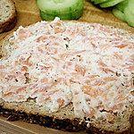 Pasta z wędzonym łososiem, 2 łyżki sera ricotta lub mascarpone, kwasna śmietana kolendra lub pietruszka