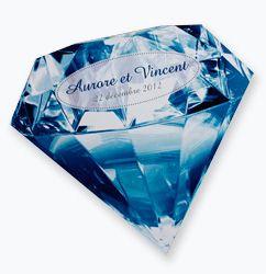 Création d'un faire part de mariage en forme de diamant. Couleurs bleue et blanche et ouverture du modèle pour découvrir le texte
