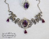 The queen jewelry set of ring and necklace