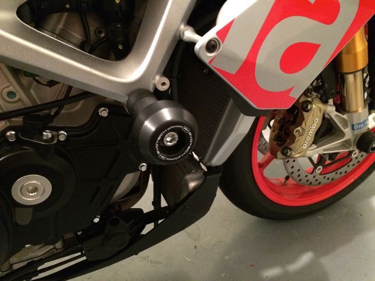 Thanks to Glen for sending in a shot of his Aprilia Tuono V4 1100 Factory with some new Evotech Performance crash bobbins fitted!