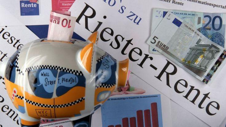 Die Riester-Rente wird immer wieder stark kritisiert. Das Modell habe zwar…