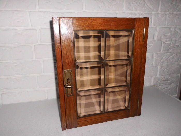 Mooi medicijn / rokers of drankkastje met geslepen glas in lood deurtje, mooie uitstraling!