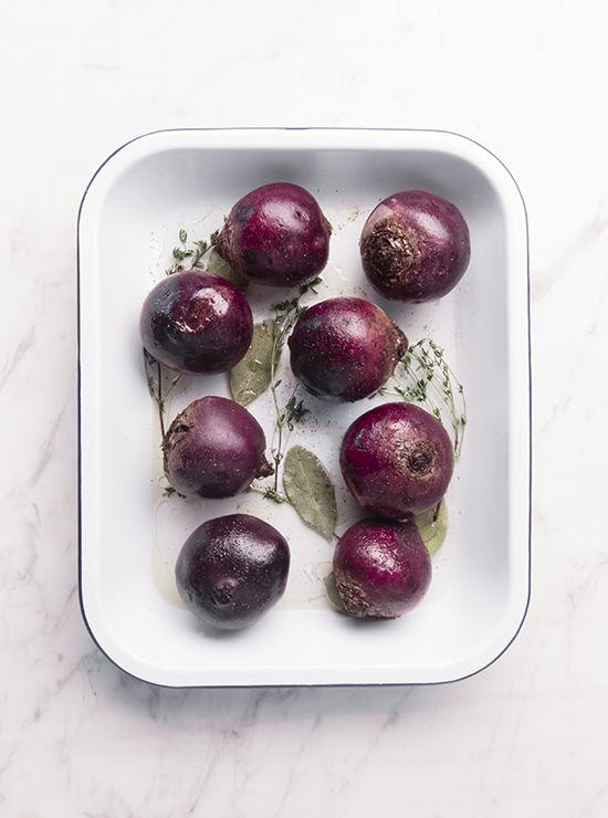 Die geschmackvolle rote Beete zaubert im gebackenen Zustand viel Farbe auf den Teller und entwickelt im Ofen ein intensiv süssliches Aroma.