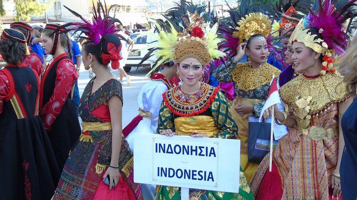 Το χορευτικό Setampang Baniah της φυλής Minang από την Ινδονησία.