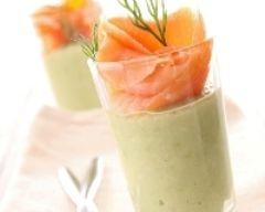 Verrine de mousse d'avocats et saumon fumé (facile, rapide) - Une recette CuisineAZ