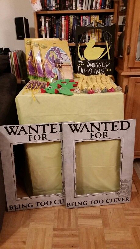 Tangled party  favor table