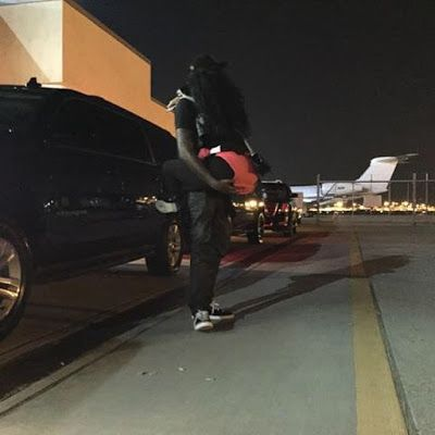 Nicki Minaj and Meek Mill in steamy airport Pictures.