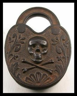 """Skull & Bones"" Story padlock"