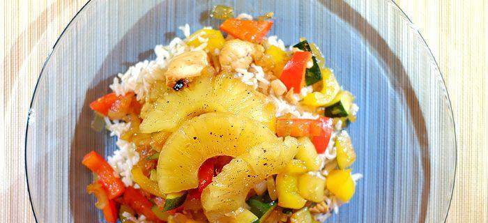 Rijst met zoete roerbakgroente en gegrilde ananas - Kookidee