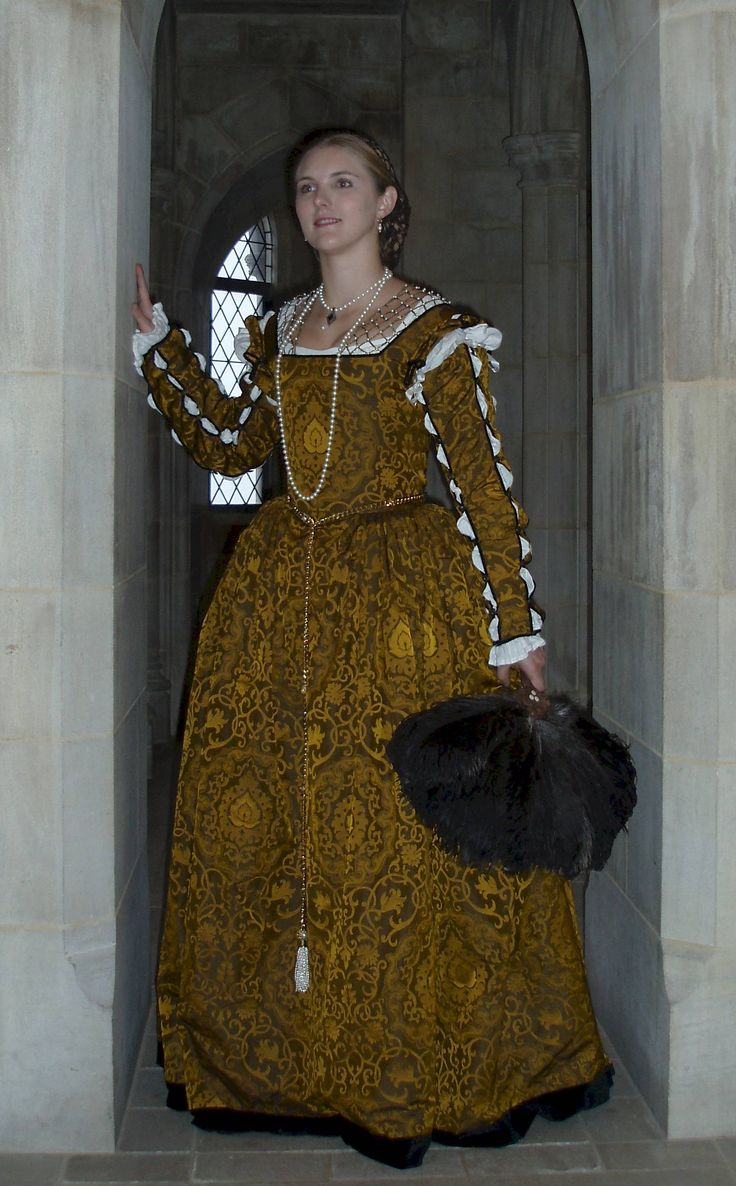 A Florentine Outfit in the Style   of  the 1550s - 1560s ----- WOWZA.